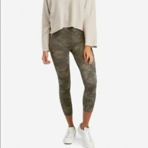 Spanx Look At Me Now  Camo Crop Leggings